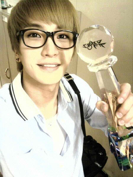 http://smtownjjang.files.wordpress.com/2010/06/100701_leeteuk_1.jpg